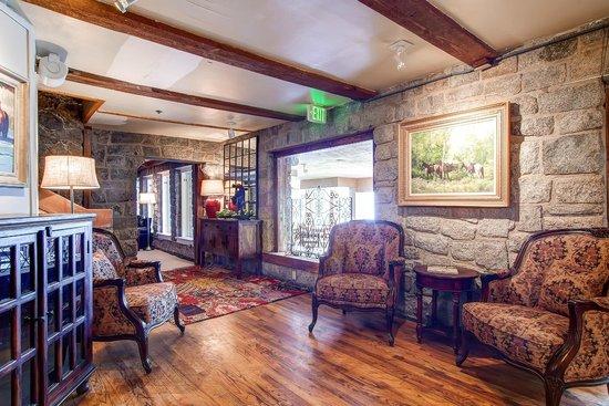 Snowpine Lodge: Lobby