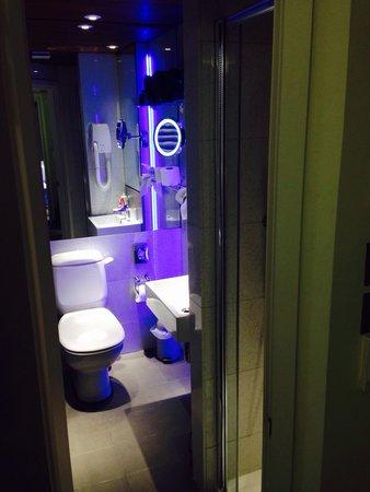 Henley House Hotel: Bathroom