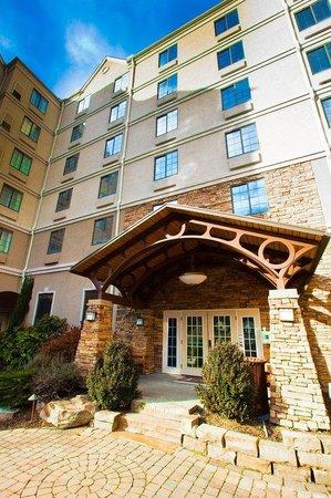 Staybridge Suites Atlanta Buckhead: Hotel Exterior