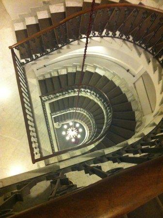 Hotel Palazzo Decumani: Belíssima escada!