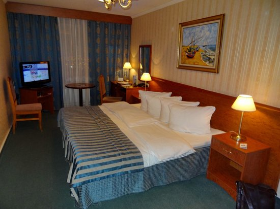 Korston Club Hotel Moscow: Номер маленький, но кровать большая :)