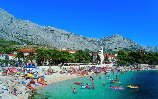 Stara Baska (Old Baska) : la spiaggia affollata