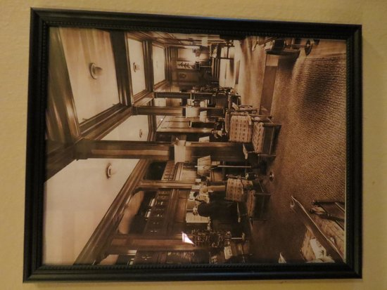 Scotia Inn:How the lobby used to be