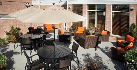 Hilton Garden Inn Minneapolis Eden Prairie: Retire from a long day on our outdoor patio.