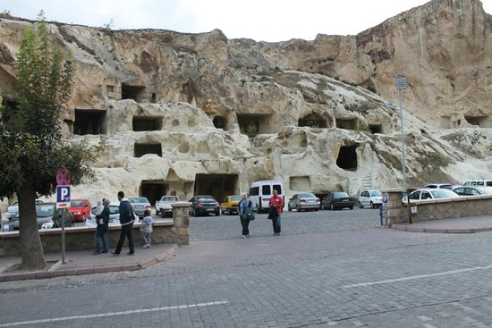 Cappadocia Palace : Otele yakın oyma mağaralar