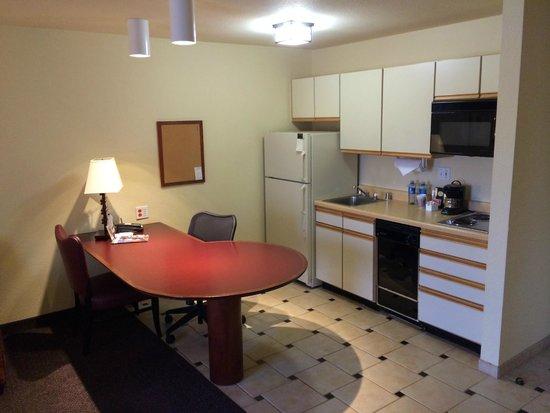 Larkspur Landing Sacramento : Kitchen/Desk