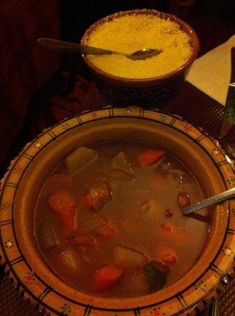 Le Mechoui du Prince: Couscous (semoule sauce et légumes)