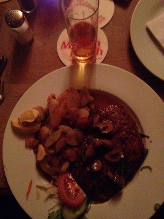 Brauhaus Pütz: 24. Schnitzel mit Champignons und Bratkartoffeln! Lieblings Schnitzel! Tolles Personal! Immer wi