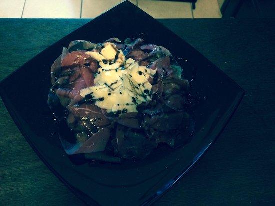Piazza Italia: Carpaccio di bresaola, rucola, scaglie di parmigiano e crema di aceto balsamico!!