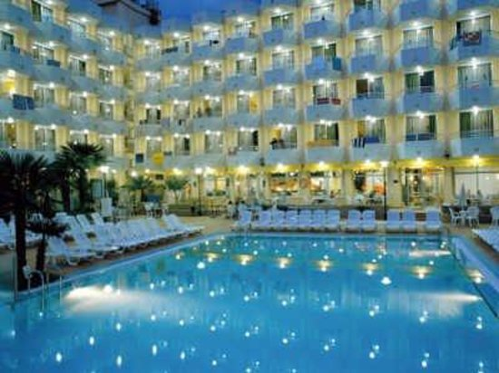 Hotel GHT Oasis Tossa & SPA: Exterior