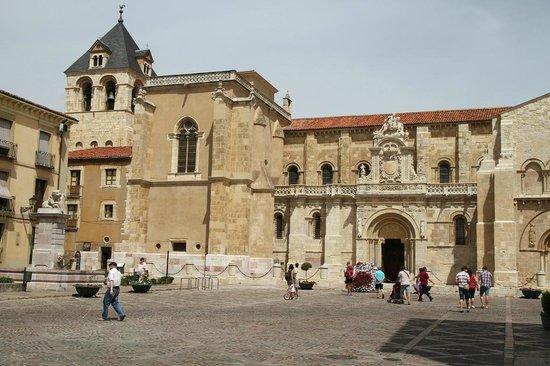 Cloister - Picture of Museo Panteon San Isidoro de Leon ...