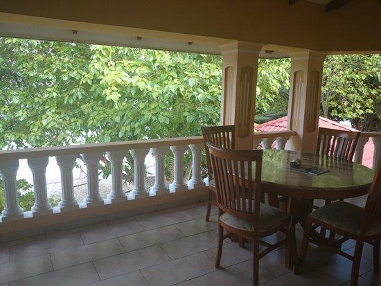 Villa Dorado : Balkon vor den beiden Ocean View Zimmern