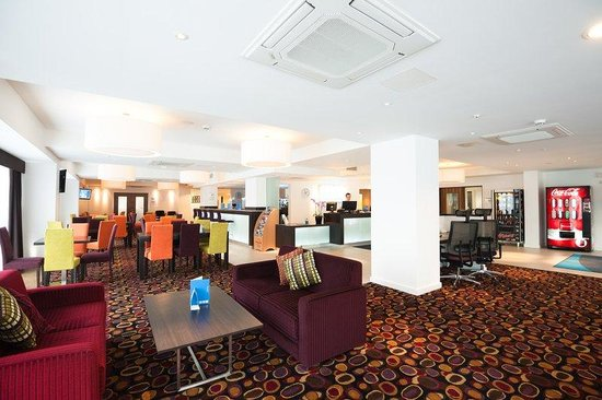 Holiday Inn Express Birmingham South A45: Kick back, relax and watch Sky Sports in the Great Room