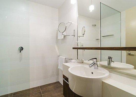 Quality Hotel Taylors Lakes: Taylors Lakes Hotel Bathroom