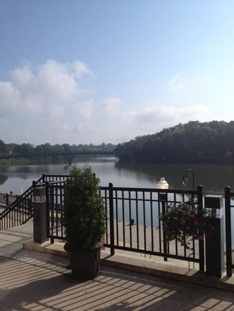 Staybridge Suites Rochester University : Staybridge deck over looking the river