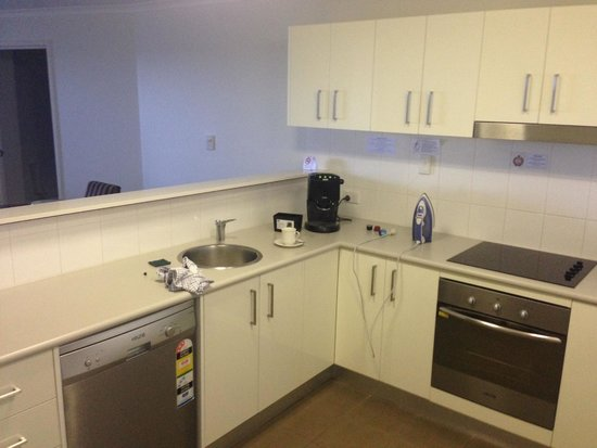 Gladstone City Central Apartment Hotel : Kitchen