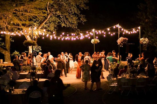 The Rogue River Lodge Restaurant : Wedding venue at night