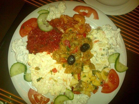 Istanbul Restaurant: Platter of cold starters