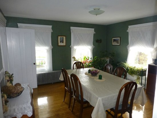 Marge's Bed and Breakfast: Formal Dining Room
