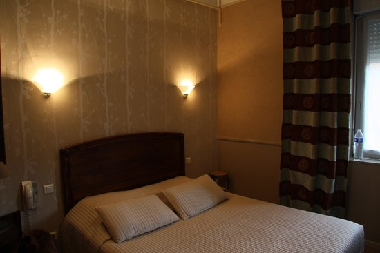 Hotel Restaurant du Pont Napoleon : Small Room - What You See - That's It