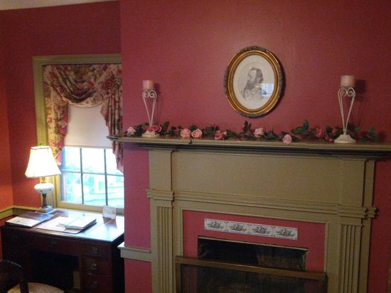 The Jackson Rose B & B : Fireplace in Jackson Bedroon
