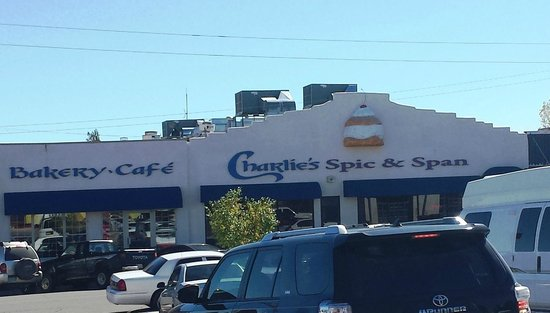 Charlie's Bakery and Cafe: entry