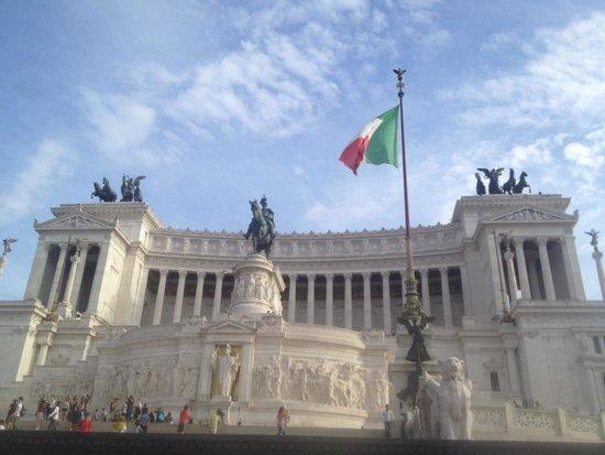 Piazzale Garibaldi: The Wedding Cake