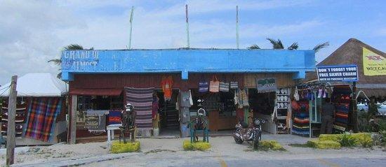 Mezcalitos Restaurant & Beach Bar Cozumel: Store next door