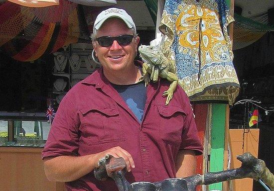 Mezcalitos Restaurant & Beach Bar Cozumel: Poncho the Iguana