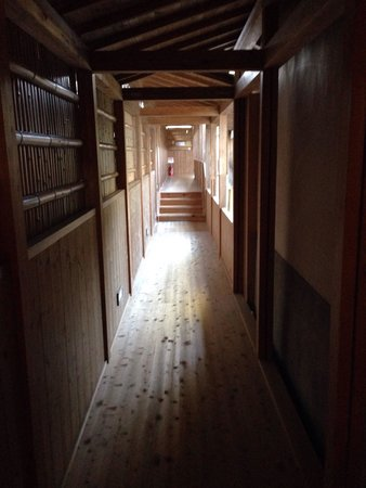 Entokuin Temple: 小さな廊下ですが、趣があります。 Enchanted but small corridor.