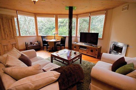 Linden Gardens Rainforest Retreat: Sanctuary Tower Lounge