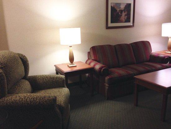 Drury Inn & Suites Dayton North: Sitting area - King Suite