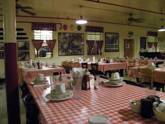 Samoa Cookhouse: dining room