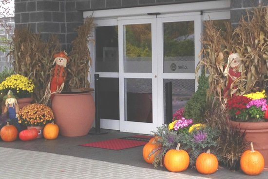 Hampton Inn & Suites Wells-Ogunquit: Eingang zum Motel im Oktober