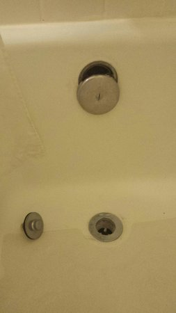 Econo Lodge Airport at Raymond James Stadium: Broken shower
