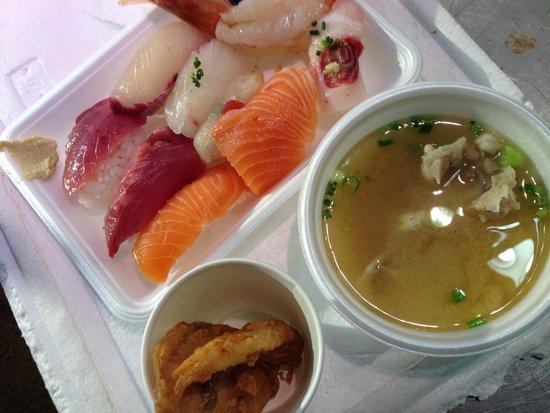 Ikiiki Bakangai: 寿司、ふく汁、ふくの唐揚げ
