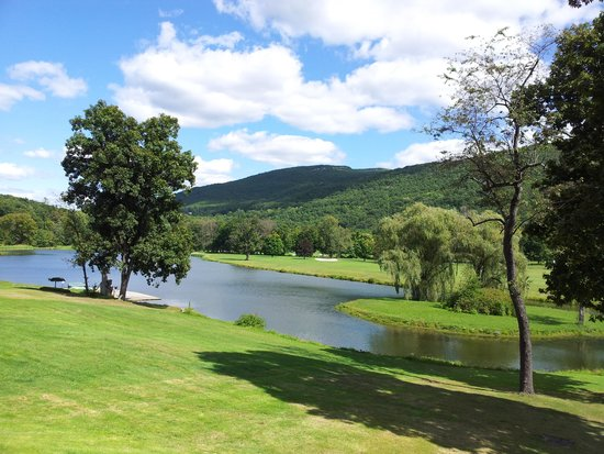 Honor's Haven Resort & Spa: lake