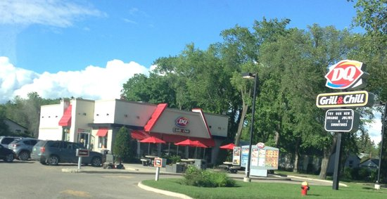 Exterior view of the establishment, Dairy Queen  |  103 Main St, Neepawa, Manitoba R0J 1H0, Cana