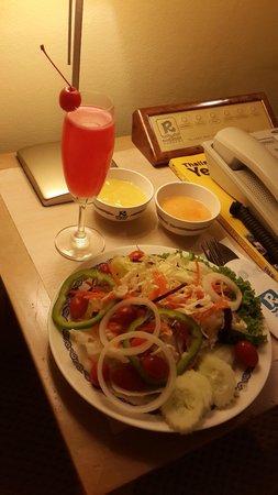 River Side Bangkok: Room service. Taste good.
