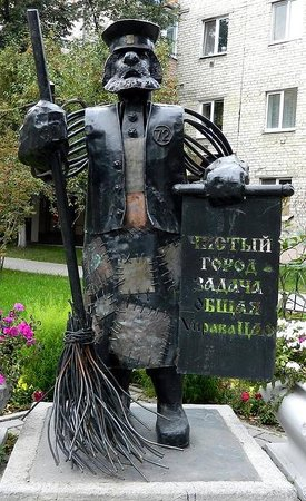 ‪Sculpture of Street Cleaner‬