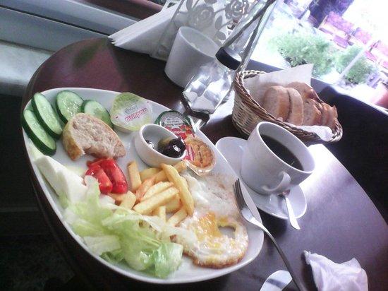 Ilya Pera Hotel: prima colazione al mattino