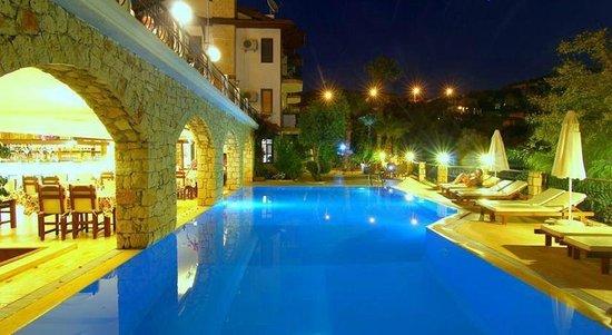 Amphora Hotel: havuz