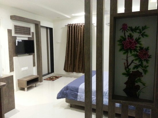Shiv Hotel: All New Suit A/C Room ( 208 )