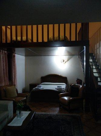 Luana Inn Bed and Breakfast: letto matrimoniale con soppalco