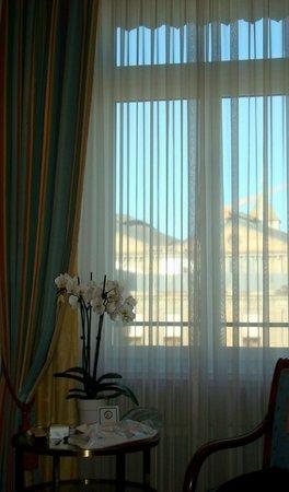 Hotel Schweizerhof Zurich: Интерьер номера