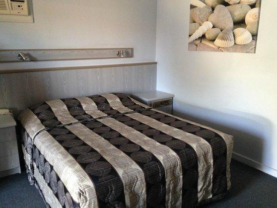 Comfort Inn Anzac Highway: queen bed