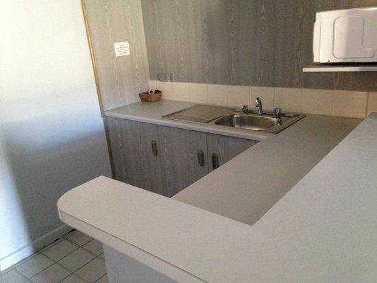 Comfort Inn Anzac Highway: kitchenette