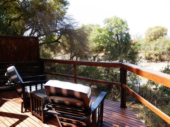 Hamiltons Tented Safari Camp: Terrasse