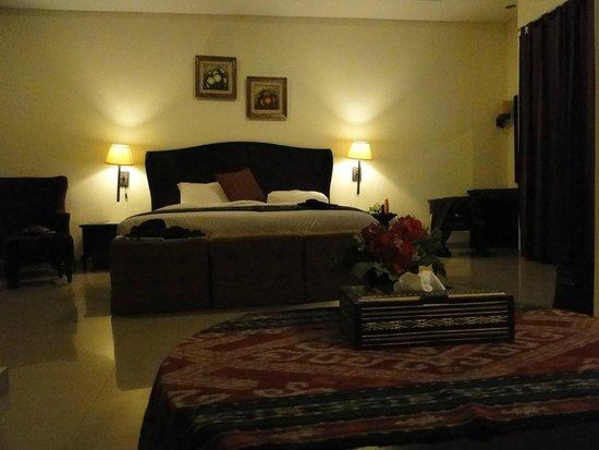 Luta Resort Toraja: une grande chambre bien aménagée