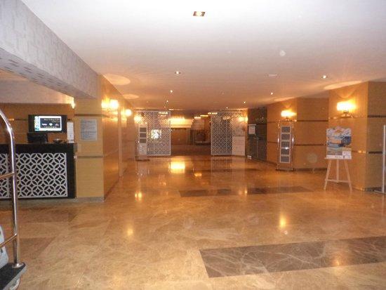 Bilkent Hotel and Conference Center: La grande hall dell'hotel